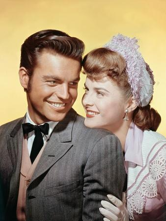 BROKEN LANCE, 1954 directed by EDWARD DMYTRYK Robert Wagner and Jean Peters (photo)