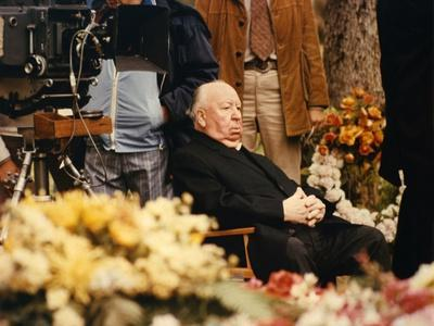 FAMILY PLOT, 1976 directed by ALFRED HITCHCOCK On the set, Alfred Hitchcock, director (photo)