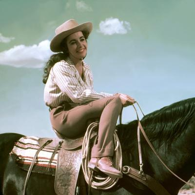 Giant, 1955 directed by GEORGE STEVENS Elizabeth Taylor (photo)
