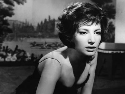 LA NOTTE, 1960 directed by MICHELANGELO ANTONIONI Monica Vitti (b/w photo)
