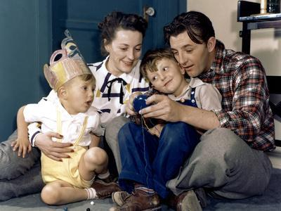 American actor Robert Mitchum woith his wife Dorothy and their sons Jim and Christopher 1947