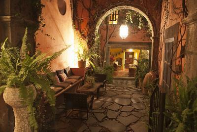 Mexico, San Miguel de Allende, quaint alleyway