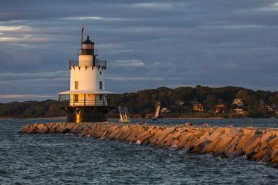 USA, Maine, Portland, Spring Point Ledge Lighthouse, sunset