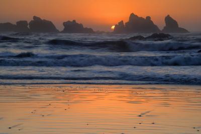 USA, Oregon, Bandon. Beach sunset.