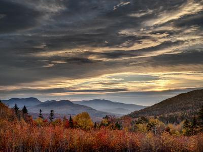 USA, New Hampshire, White Mountains, Sunrise from overlook