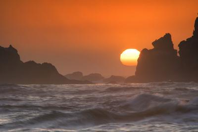 USA, Oregon, Bandon. Sunset on sea stacks and ocean.