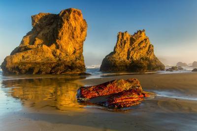 USA, Oregon, Bandon. Sunrise on beach.