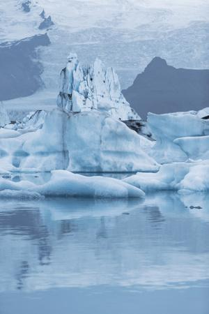 Iceland, Skaftafell National Park, Lake Jokulsarlon. View of the iceberg filled lake.