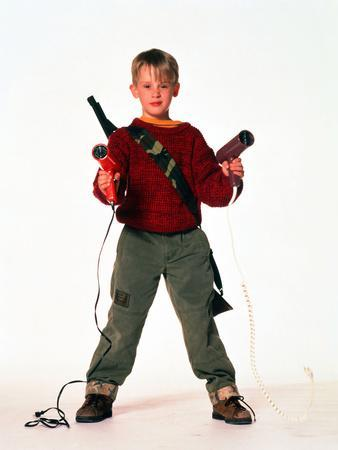 "MACAULAY CULKIN. ""HOME ALONE"" [1990], directed by CHRIS COLUMBUS."