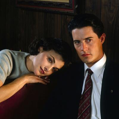 """KYLE MacLACHLAN; SHERILYN FENN. """"Twin Peaks"""" [1990], directed by DAVID LYNCH."""