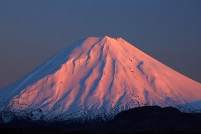Alpenglow on Mt. Ngauruhoe at dawn, Tongariro NP, Central Plateau, N Island, New Zealand