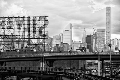 Black Manhattan Collection - On Rails
