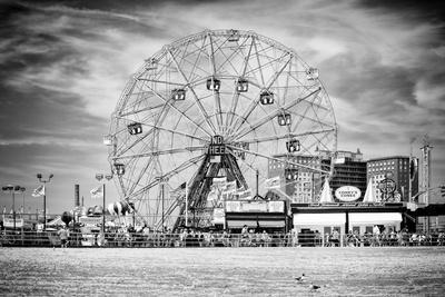 Black Manhattan Collection - Wonder Wheel
